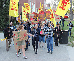 Coalition of Immokalee Workers and supporters demonstrate against Wendy's Restaurants in March on the campus of the University of Louisville. (Photo by Andrew Kang Bartlett)